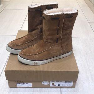 Ugg chestnut short boot